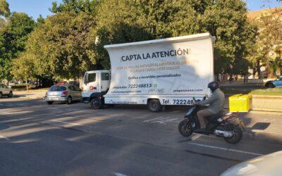 Publicidad en movimiento: en vallas móviles vs. en autobuses